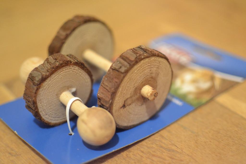 drewniana zabawka dla królików i gryzoni trixie - zabawka dla szynszyli - blog o szynszylach